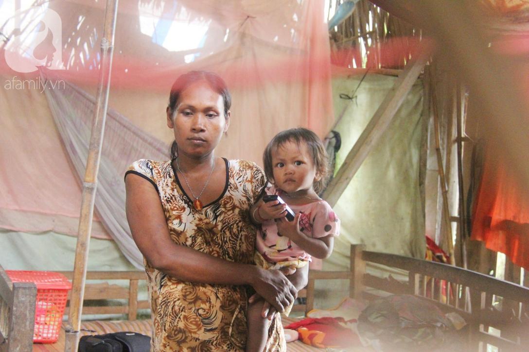 Hai lần đẻ rớt tại nhà, 4 đứa trẻ đói ăn bên người mẹ bầu 8 tháng không thể mượn được 500 ngàn để đi bệnh viện 10