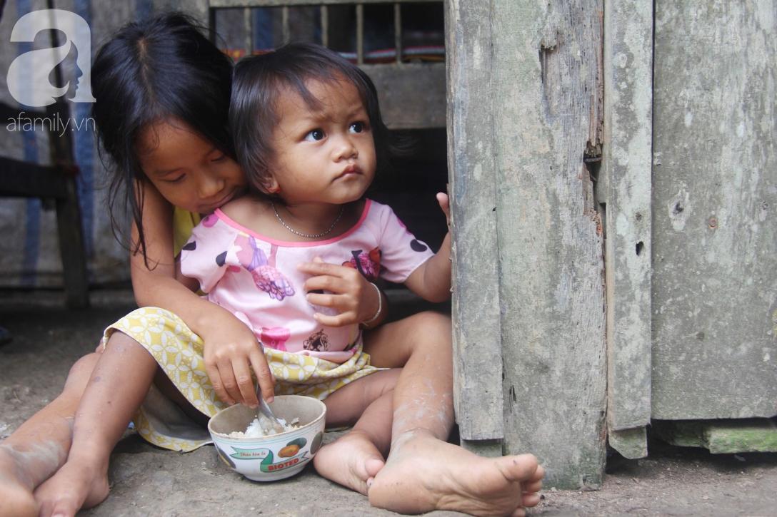 Hai lần đẻ rớt tại nhà, 4 đứa trẻ đói ăn bên người mẹ bầu 8 tháng không thể mượn được 500 ngàn để đi bệnh viện 6