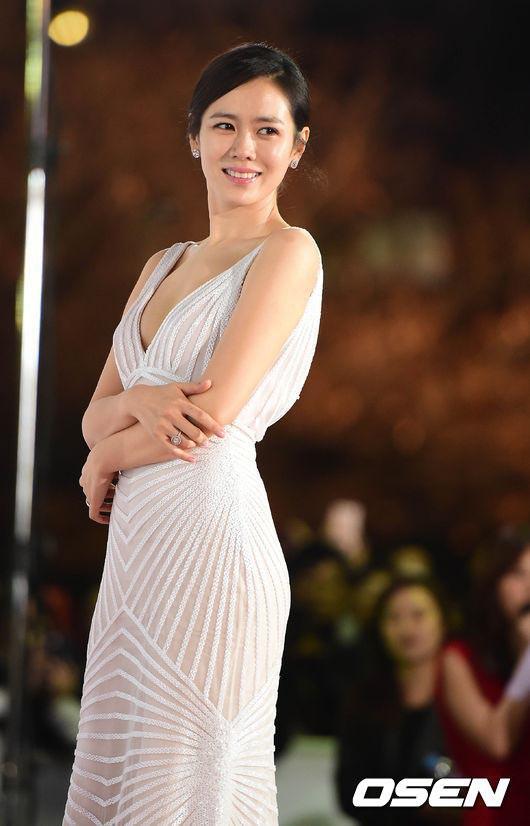 Nói mãi về nhan sắc, đừng quên vóc dáng của Son Ye Jin cũng sexy nghẹt thở, cứ nhìn mỗi lần chị đẹp diện đồ táo bạo là biết ngay - Ảnh 11.