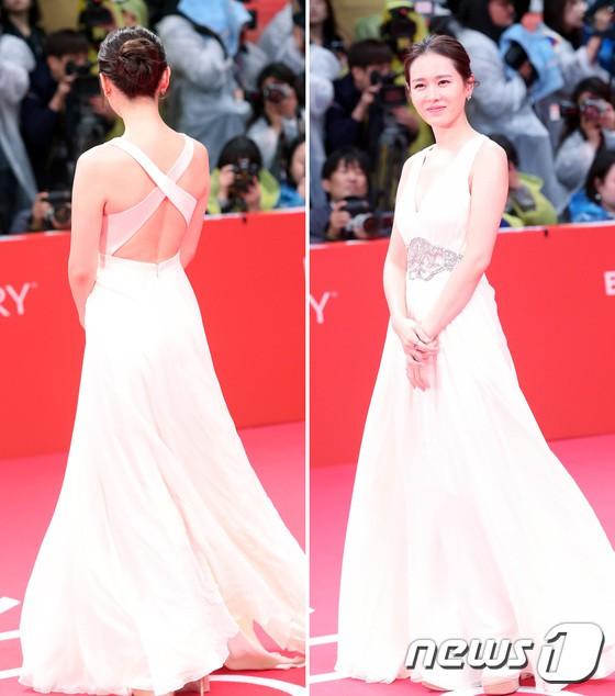 Nói mãi về nhan sắc, đừng quên vóc dáng của Son Ye Jin cũng sexy nghẹt thở, cứ nhìn mỗi lần chị đẹp diện đồ táo bạo là biết ngay - Ảnh 4.