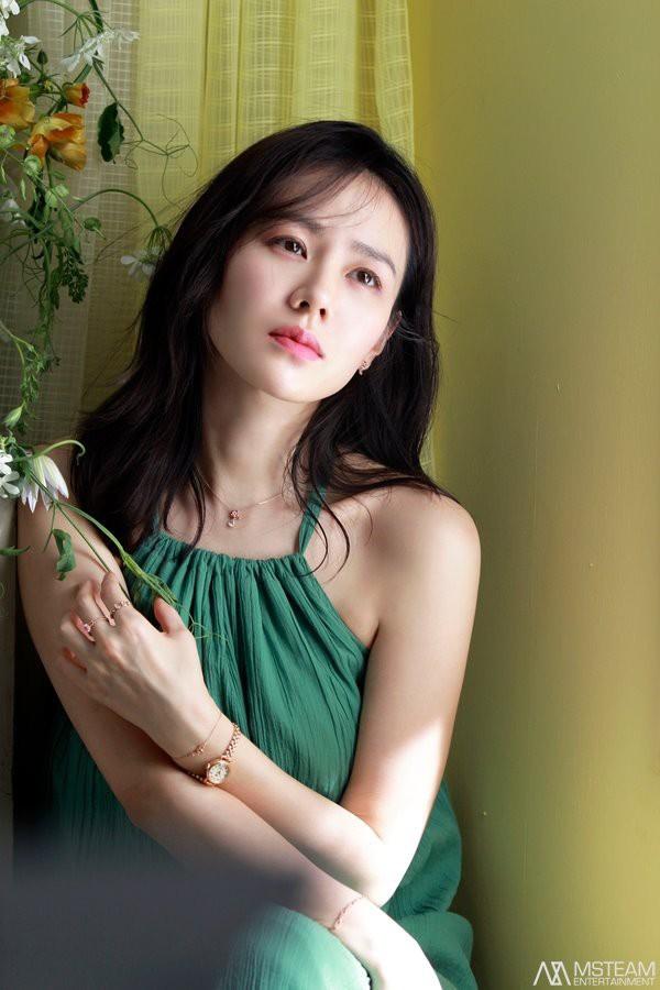 Nói mãi về nhan sắc, đừng quên vóc dáng của Son Ye Jin cũng sexy nghẹt thở, cứ nhìn mỗi lần chị đẹp diện đồ táo bạo là biết ngay - Ảnh 2.