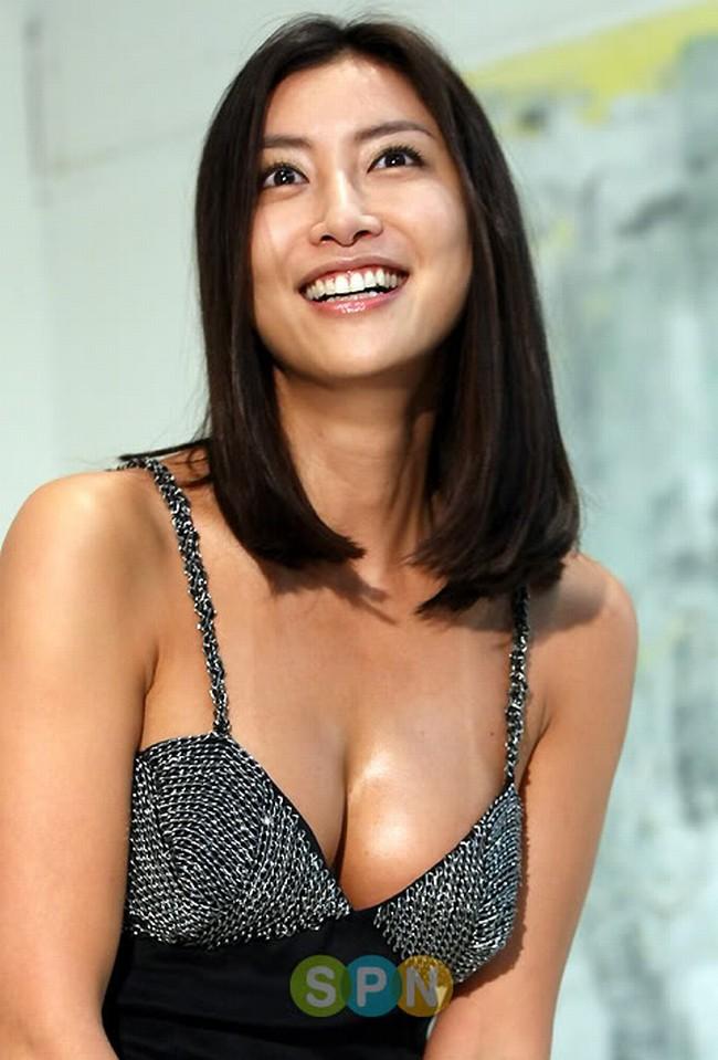 Làm giàu không khó trong showbiz Việt, những bông hậu bán dâm đâu sánh được với Quỳnh búp bê để mong sự cảm thông từ công chúng - Ảnh 3.