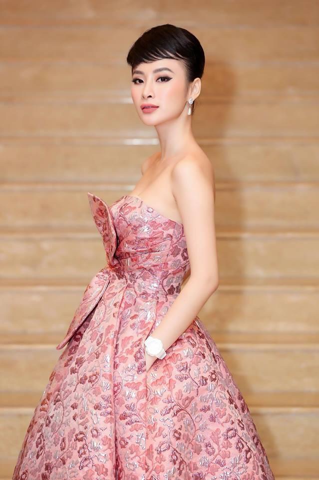 Mặc váy đầm lộng lẫy thôi là chưa đủ, phải trang điểm đẹp, chọn son môi xuyệt tông nhưng Angela Phương Trinh mới hoàn hảo - Ảnh 5.