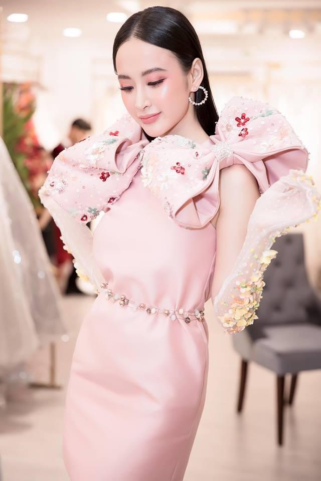 Mặc váy đầm lộng lẫy thôi là chưa đủ, phải trang điểm đẹp, chọn son môi xuyệt tông nhưng Angela Phương Trinh mới hoàn hảo - Ảnh 2.