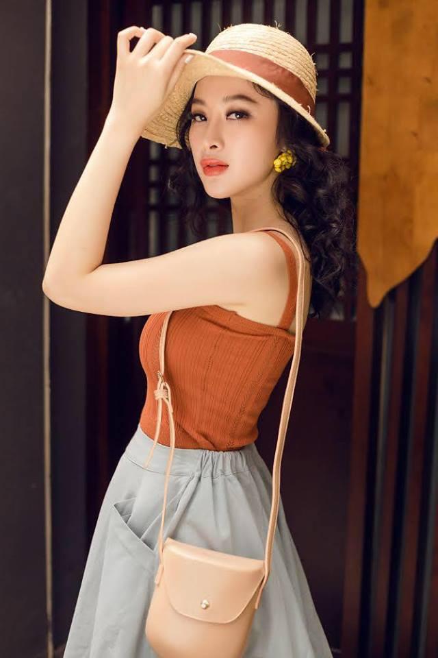 Mặc váy đầm lộng lẫy thôi là chưa đủ, phải trang điểm đẹp, chọn son môi xuyệt tông nhưng Angela Phương Trinh mới hoàn hảo - Ảnh 16.