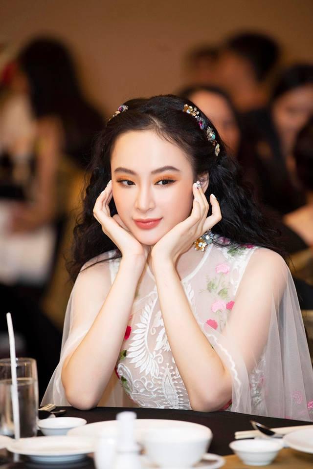 Mặc váy đầm lộng lẫy thôi là chưa đủ, phải trang điểm đẹp, chọn son môi xuyệt tông nhưng Angela Phương Trinh mới hoàn hảo - Ảnh 3.