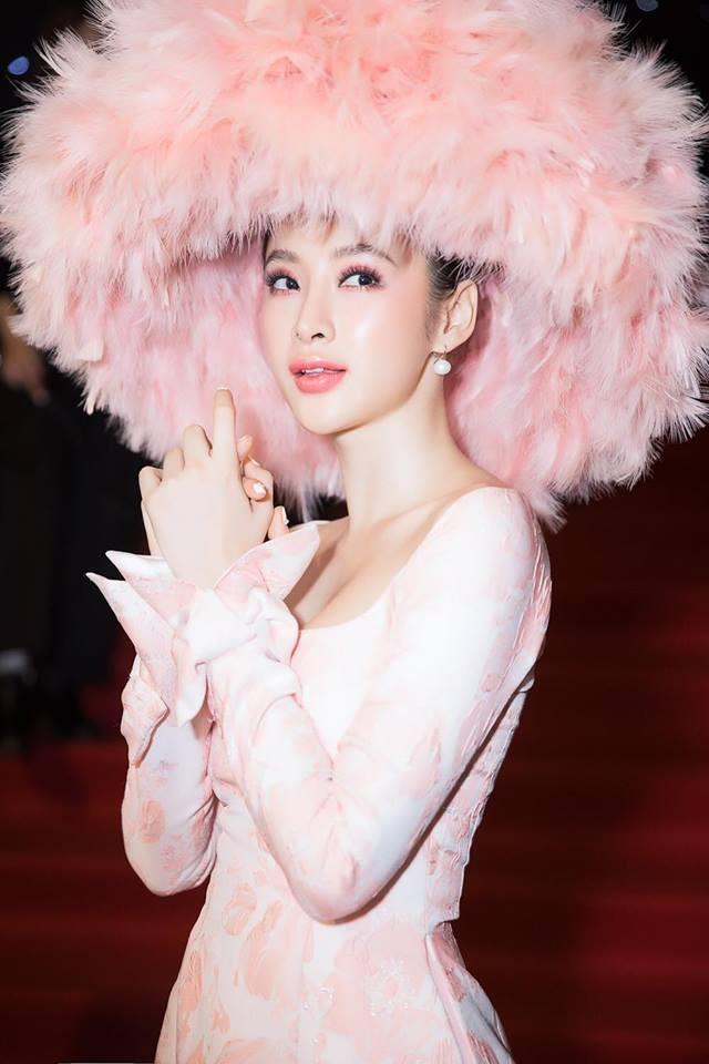 Mặc váy đầm lộng lẫy thôi là chưa đủ, phải trang điểm đẹp, chọn son môi xuyệt tông nhưng Angela Phương Trinh mới hoàn hảo - Ảnh 9.
