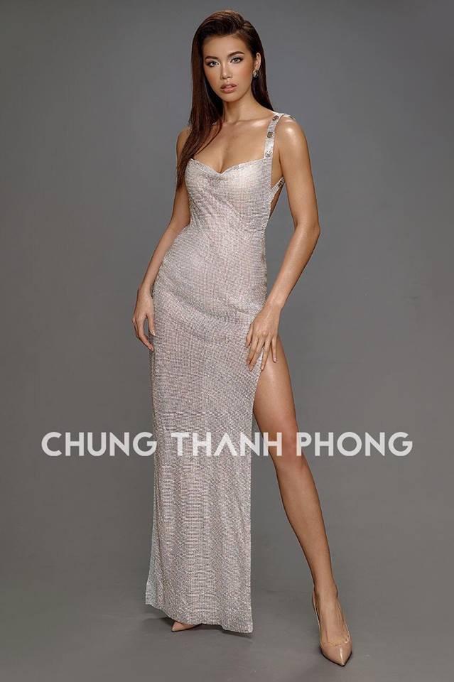 Mới đầu năm, Angela Phương Trinh và Minh Tú đã thiêu đốt thảm đỏ với những thiết kế đầm xẻ cao tít tắp - Ảnh 6.
