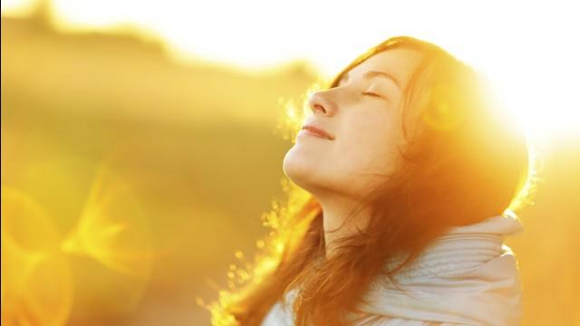 Lý do vitamin D quan trọng đối với sức khỏe của phụ nữ và bổ sung bao nhiêu thì đủ - Ảnh 1.