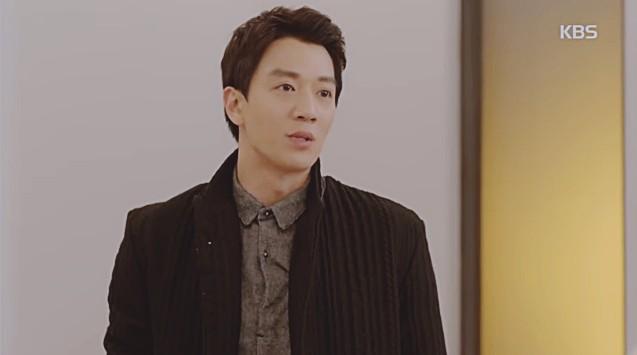 Vừa cầu hôn Shin Se Kyung dứt lời, Kim Rae Won đã tíu tít nói cười với gái xinh - Ảnh 2.