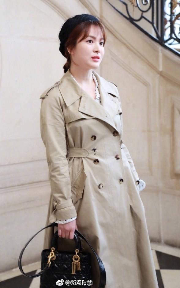 Chẳng ăn diện màu mè, Song Hye Kyo vẫn khiến người ta chú ý vì style thanh lịch tại show Dior - Ảnh 2.