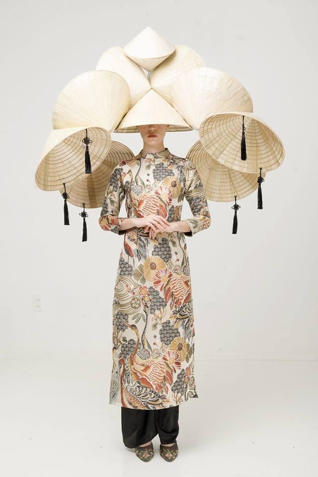 Còn đúng 1 tháng nữa là Tết, và đây là 7 mẫu áo dài cách tân đẹp duyên nhất cho nàng diện trong Tết này - Ảnh 3.