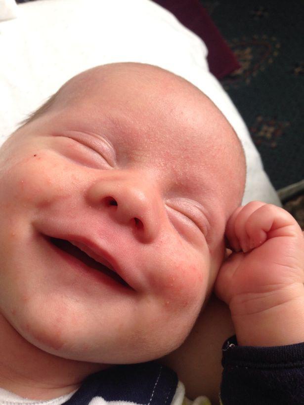 """Cận cảnh khuôn mặt hạnh phúc của những em bé """"phê"""" sữa sau khi bú mẹ - Ảnh 4."""