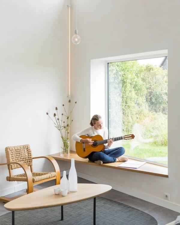 Góc đọc sách bên cửa sổ đẹp lãng mạn cho những ngày gió lạnh - Ảnh 2.