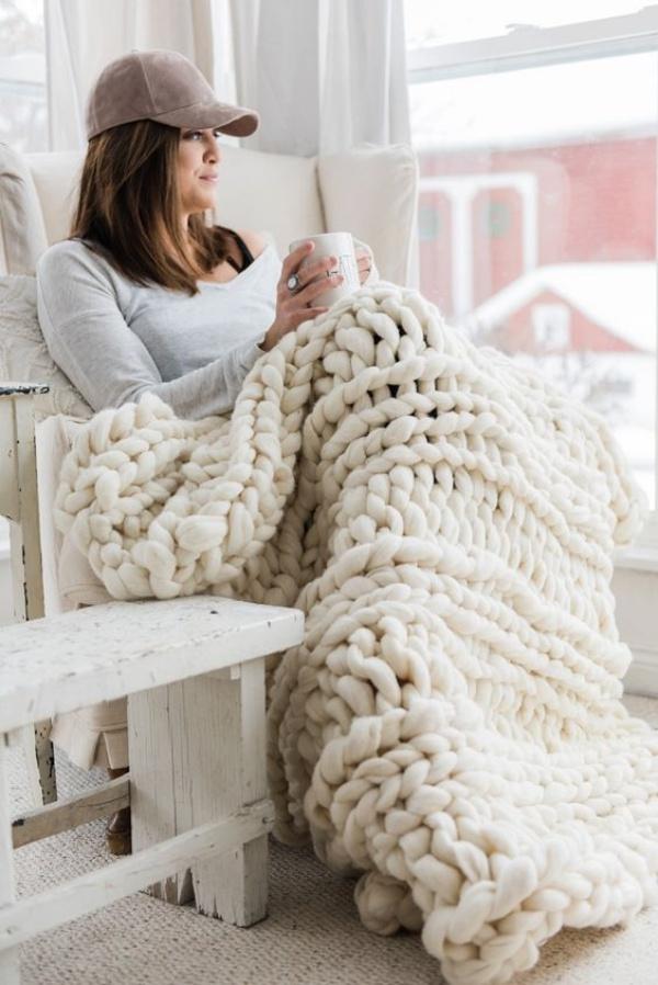 Những ý tưởng trang trí nhà bằng len cho không gian sống mùa đông vừa đẹp vừa ấm - Ảnh 1.