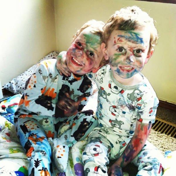 Cười vỡ bụng với bãi chiến trường của trẻ khi được bố mẹ để cho tự chơi - Ảnh 20.