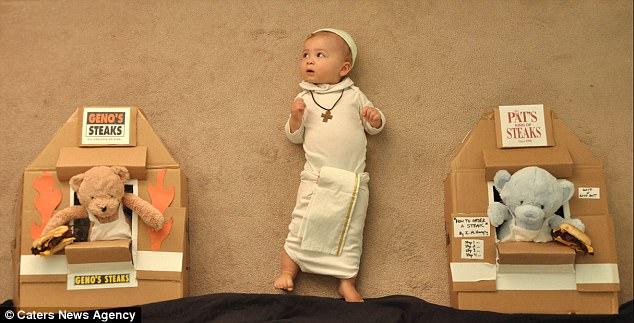 Tranh thủ lúc con ngủ, bố mẹ dàn dựng những cảnh phim kinh điển và tạo nên bộ ảnh siêu thú vị - Ảnh 8.