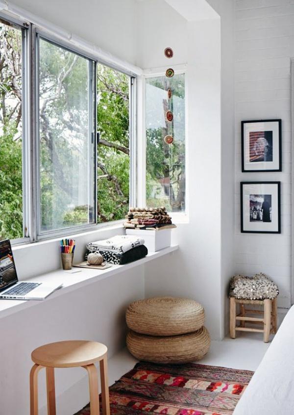 Những cách tận dụng không gian cửa sổ để tạo góc làm việc thoải mái cho nhà hẹp - Ảnh 3.