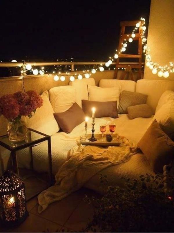 Ban công lung linh, đẹp lãng mạn về đêm với vô vàn ý tưởng thú vị làm đẹp bằng ánh sáng - Ảnh 1.
