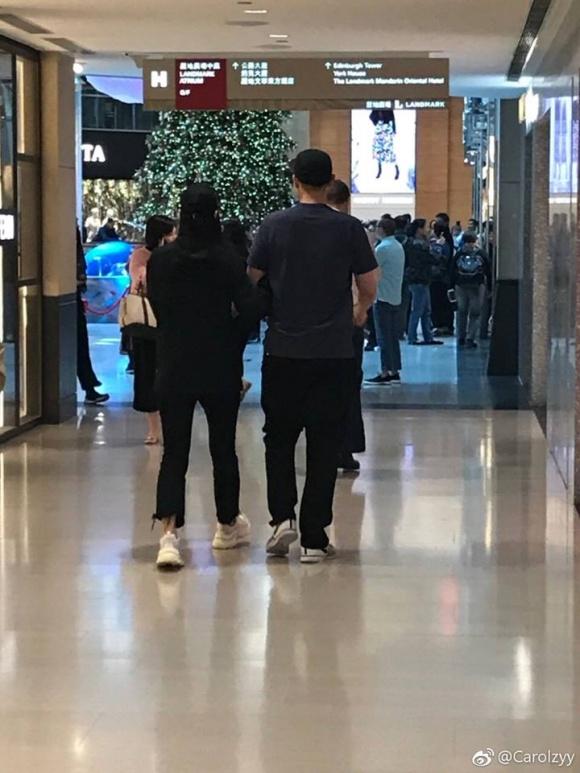"""""""Mở chảnh"""" Jun Ji Hyun không kiêng cữ, vui vẻ đi chơi cùng chồng dù mới sinh được nửa tháng  - Ảnh 3."""