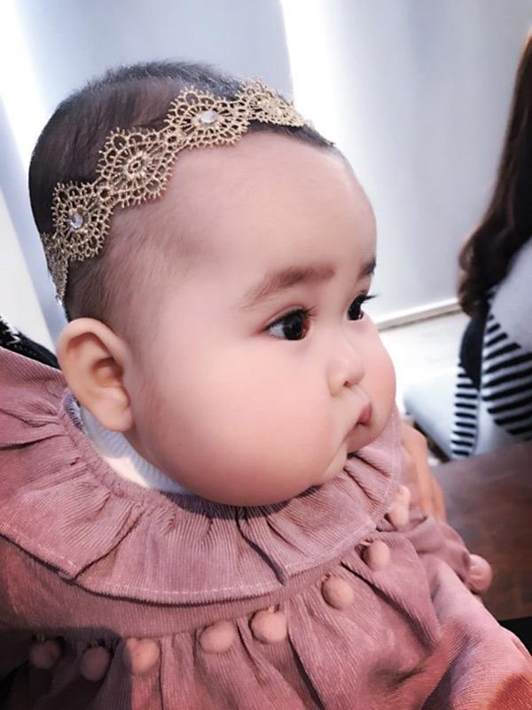 Em bé Hà Nội xinh như búp bê với đôi má bánh bao ai nhìn cũng muốn… cắn - Ảnh 7.