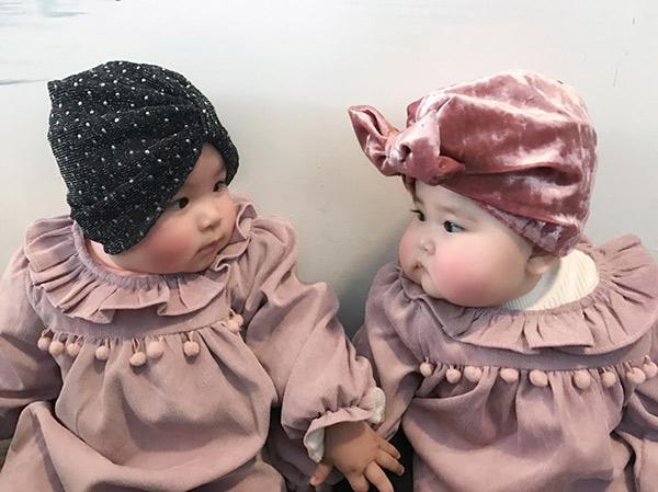 Em bé Hà Nội xinh như búp bê với đôi má bánh bao ai nhìn cũng muốn… cắn - Ảnh 8.