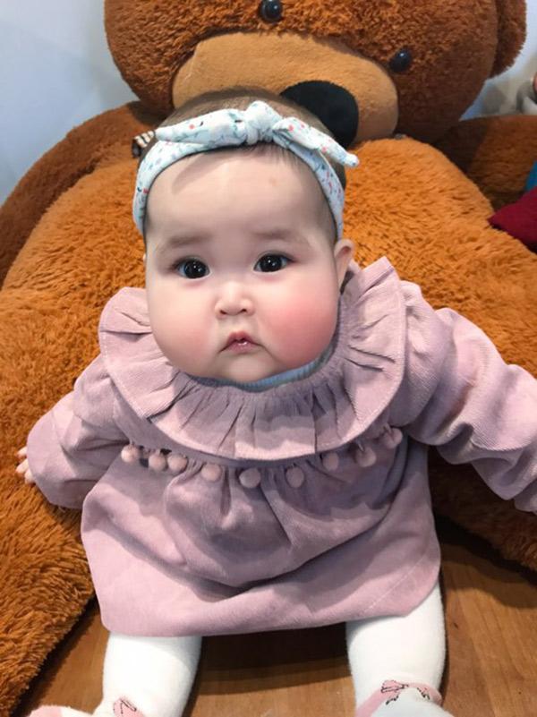Em bé Hà Nội xinh như búp bê với đôi má bánh bao ai nhìn cũng muốn… cắn - Ảnh 10.