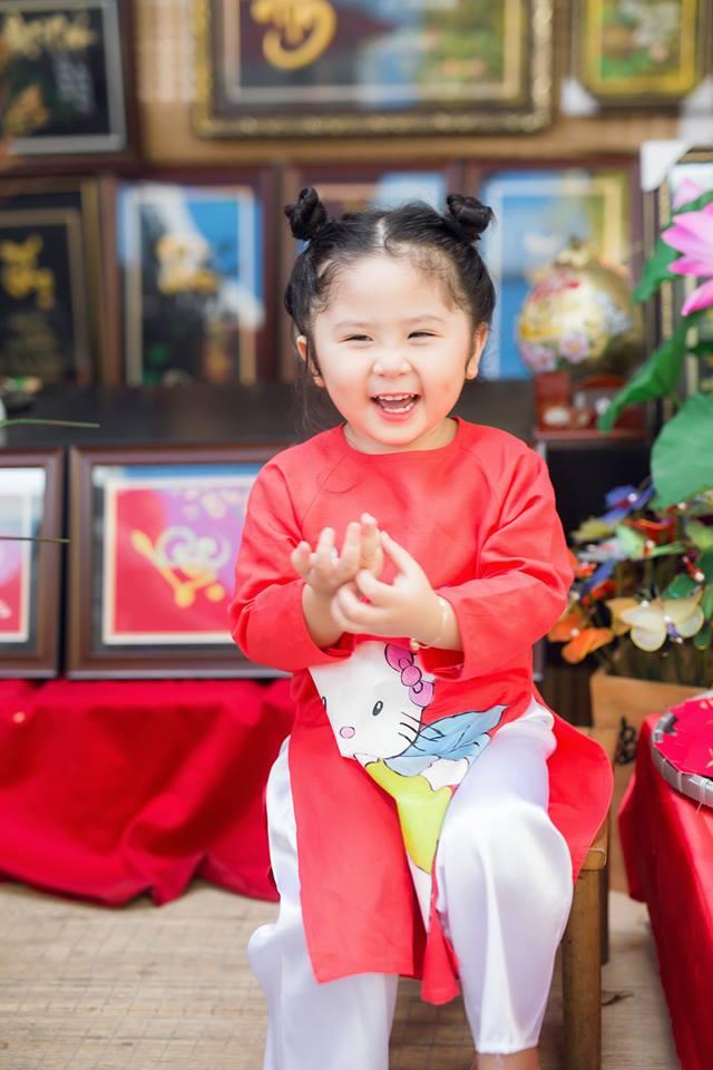 Ngắm Cô Ba Sài Gòn nhí xúng xính áo dài, guốc mộc lên chùa cầu an đầu xuân - Ảnh 16.