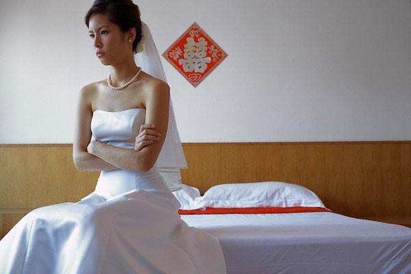 Vì 2 tin nhắn không rõ ràng trong điện thoại mà đám cưới của tôi phải nhờ em họ chú rể đón dâu thay - Ảnh 2.
