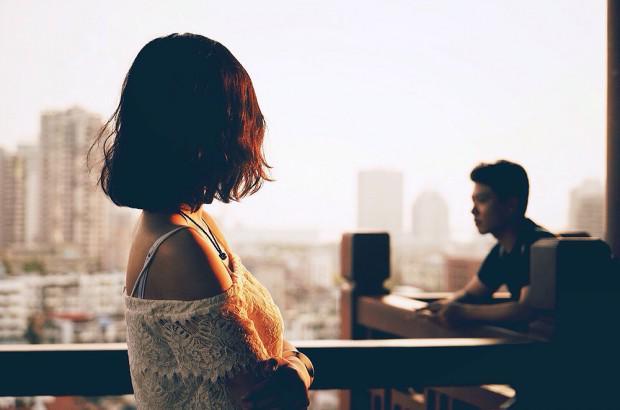 Ngay từ đêm tân hôn, chồng đã bỏ tôi lại một mình để đi với khách quen - Ảnh 1.