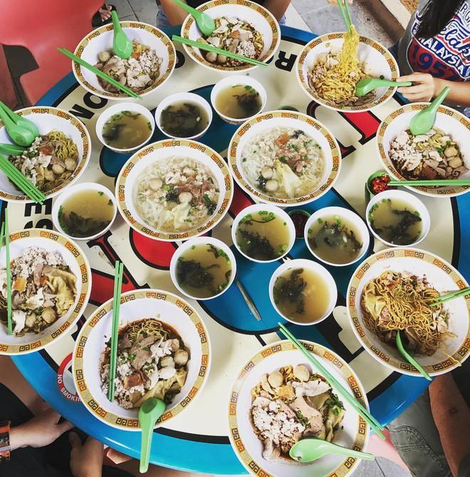 Đến bây giờ Michelin mới chỉ trao sao cho 3 quán ăn vỉa hè, và tất cả chúng đều rất gần Việt Nam - Ảnh 14.