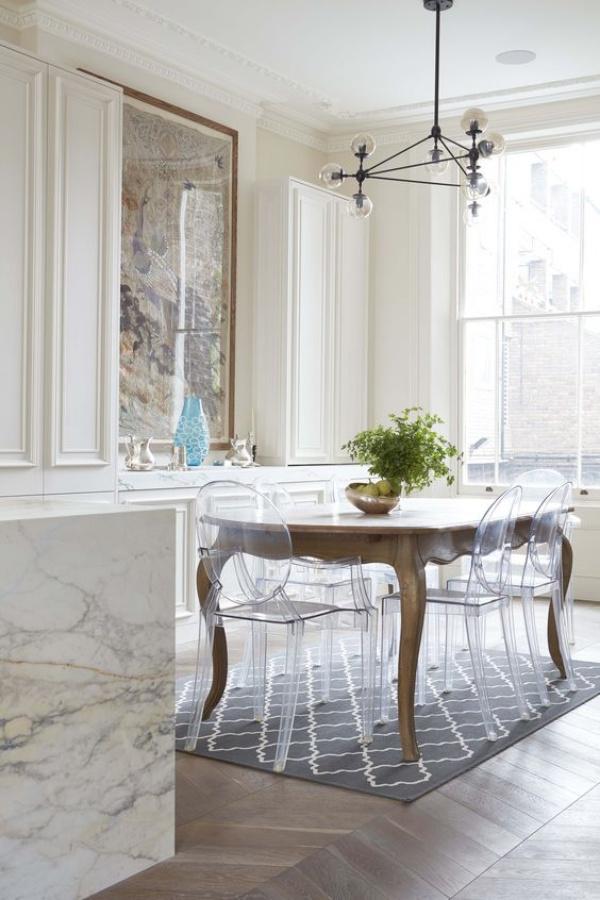 Kết hợp bàn gỗ kiểu cũ với ghế hiện đại - xu hướng mới cho phòng ăn gia đình - Ảnh 1.