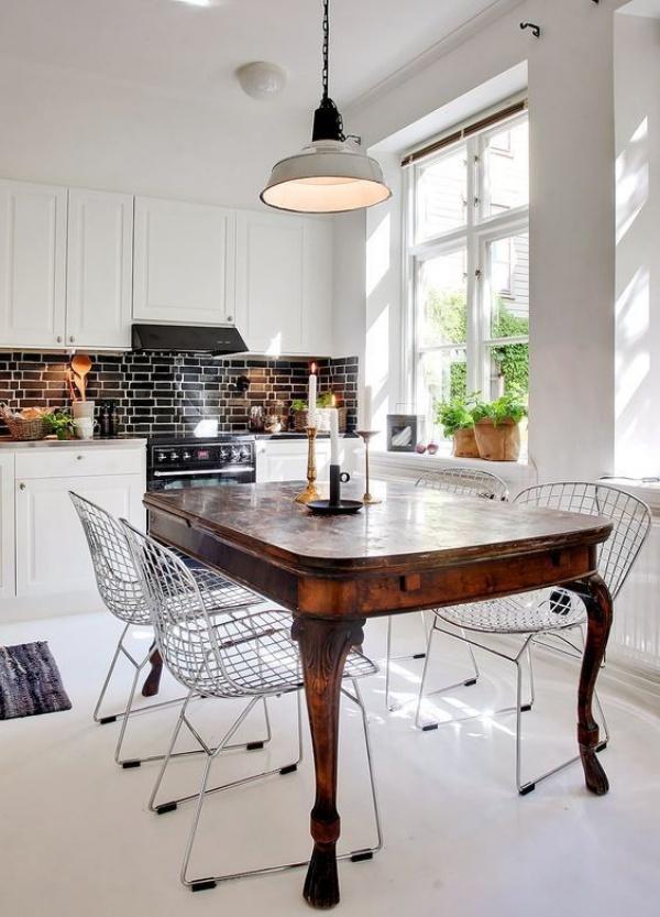 Kết hợp bàn gỗ kiểu cũ với ghế hiện đại - xu hướng mới cho phòng ăn gia đình - Ảnh 2.