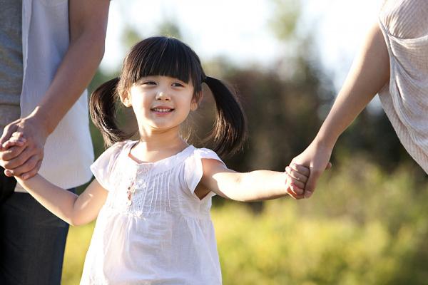Những đứa trẻ tự tin, lạc quan luôn được cha mẹ thủ thỉ những câu nói vàng mười này mỗi ngày - Ảnh 3.