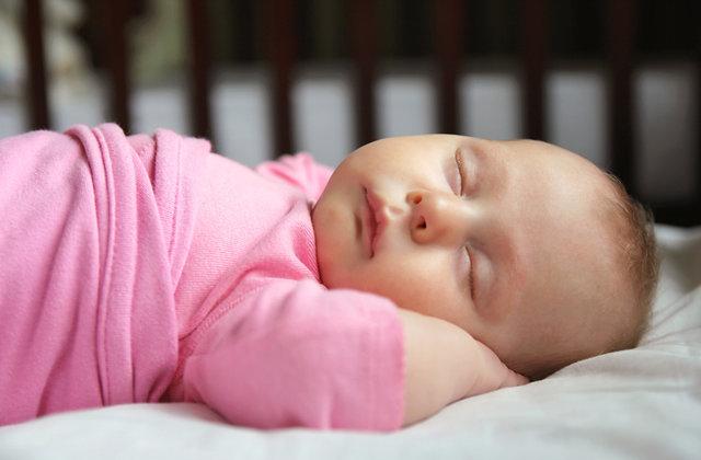 Trẻ em Pháp đã ngủ xuyên đêm ngay từ 2 tháng tuổi nhờ được cha mẹ luyện ngủ bằng kĩ thuật đơn giản này - Ảnh 3.