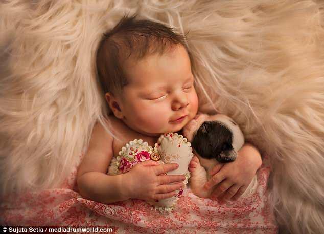 Ngắm những thiên thần bé nhỏ say gấc bên thú cưng đáng yêu - Ảnh 3.