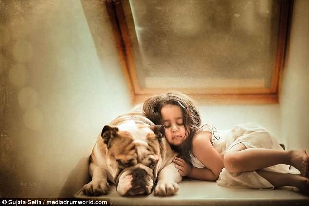 Ngắm những thiên thần bé nhỏ say gấc bên thú cưng đáng yêu - Ảnh 9.