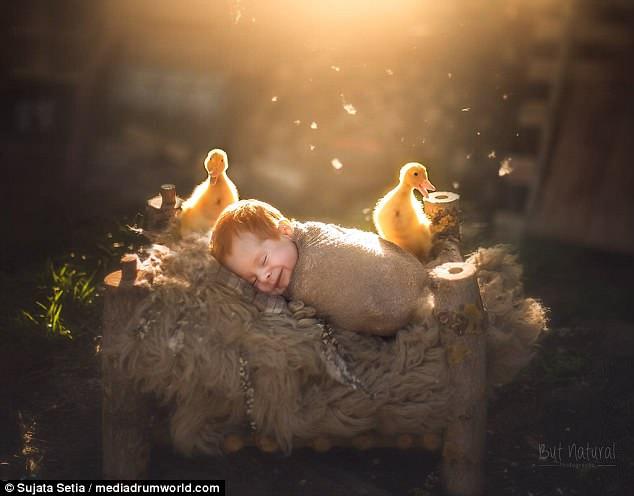 Ngắm những thiên thần bé nhỏ say gấc bên thú cưng đáng yêu - Ảnh 12.