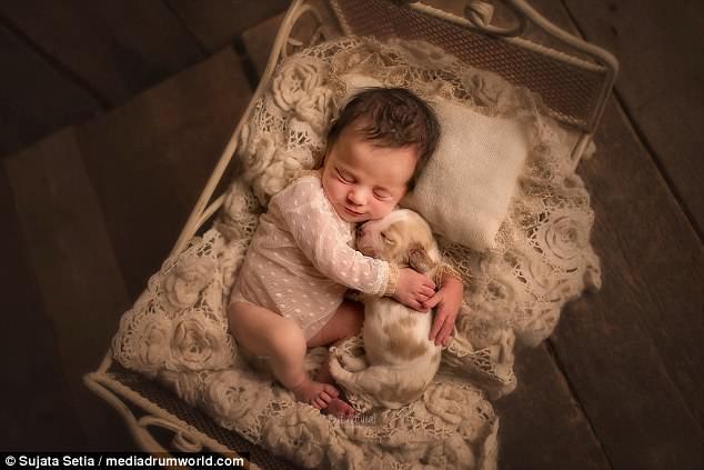 Ngắm những thiên thần bé nhỏ say gấc bên thú cưng đáng yêu - Ảnh 15.