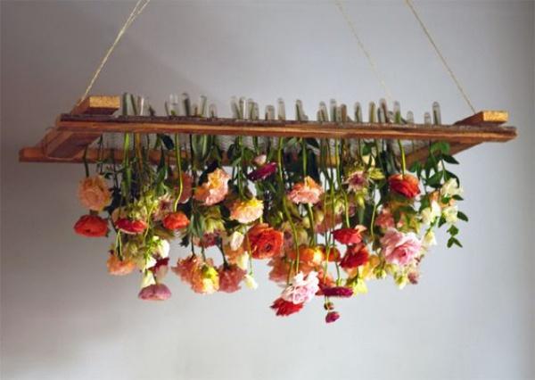 Đèn chùm bằng hoa tươi rực rỡ sắc màu làm duyên cho ngôi nhà của bạn - Ảnh 3.