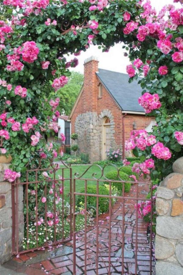 Những khu vườn trở nên lãng mạn và ngọt ngào nhờ cổng vòm rực rỡ sắc hoa - Ảnh 10.