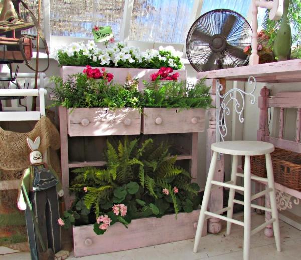 Tận dụng đồ bỏ đi trong nhà để trang trí khu vườn mùa hè thêm xanh mát - Ảnh 4.