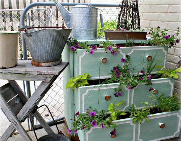 Tận dụng đồ bỏ đi trong nhà để trang trí khu vườn mùa hè thêm xanh mát - Ảnh 5.
