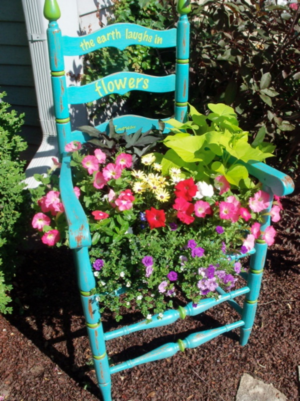 Tận dụng đồ bỏ đi trong nhà để trang trí khu vườn mùa hè thêm xanh mát - Ảnh 8.