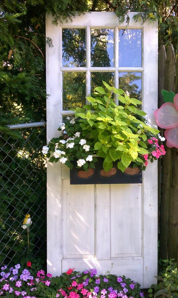 Tận dụng đồ bỏ đi trong nhà để trang trí khu vườn mùa hè thêm xanh mát - Ảnh 13.