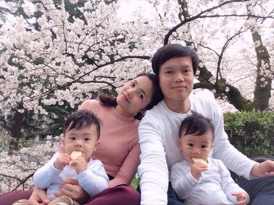 Mẹ Việt kể lại hành trình mang song thai phải truyền thuốc 24/7 và 1 tay chăm hai con ở nơi đất khách quê người - Ảnh 10.