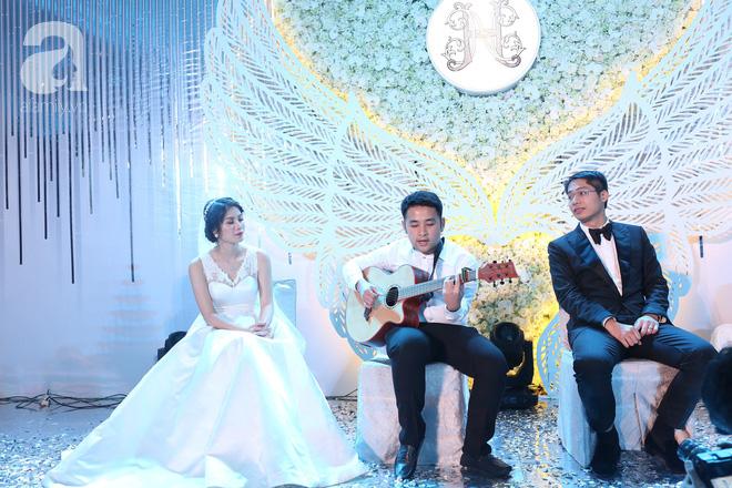 Đám cưới có 1-0-2 sang chảnh hết nấc: Sân khấu lộng lẫy, khách mời đa quốc gia, hoa tươi nhập khẩu tinh tế - Ảnh 21.