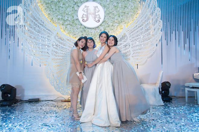 Đám cưới có 1-0-2 sang chảnh hết nấc: Sân khấu lộng lẫy, khách mời đa quốc gia, hoa tươi nhập khẩu tinh tế - Ảnh 24.