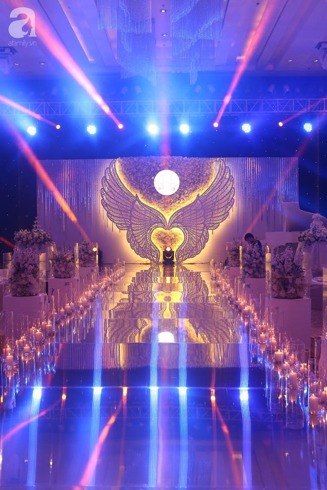 Đám cưới có 1-0-2 sang chảnh hết nấc: Sân khấu lộng lẫy, khách mời đa quốc gia, hoa tươi nhập khẩu tinh tế - Ảnh 10.