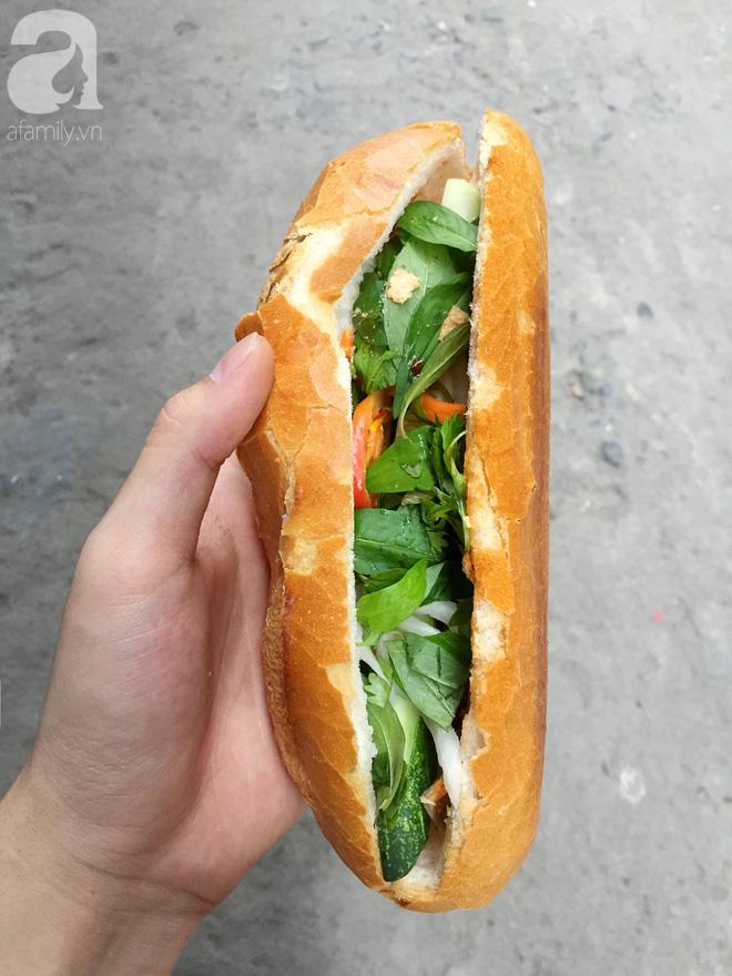 Xe bánh mì Tư Trầu ngon nức tiếng Sài Gòn: 60 năm vẫn bao ghiền bởi vị xíu mại độc quyền - ảnh 7
